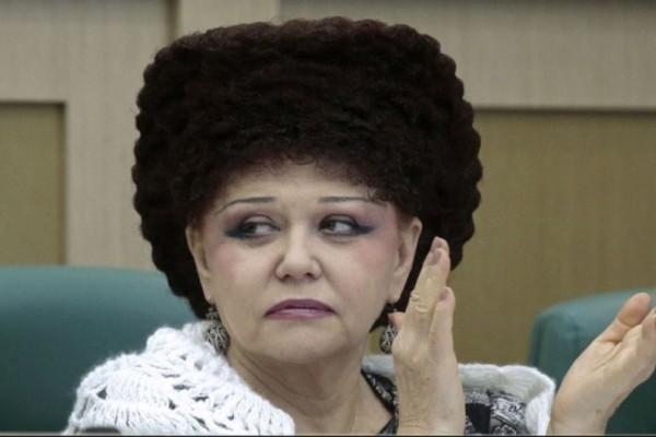 Φωλιά; Μαλλί; Καπέλο; Το ανεκδιήγητο κούρεμα Ρωσίδας γερουσιαστή!
