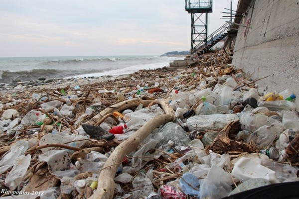 Γεμάτες σκουπίδια οι παραλίες του Πηλίου - Η κακοκαιρία ξεσκέπασε την νοοτροπία του Έλληνα για το περιβάλλον