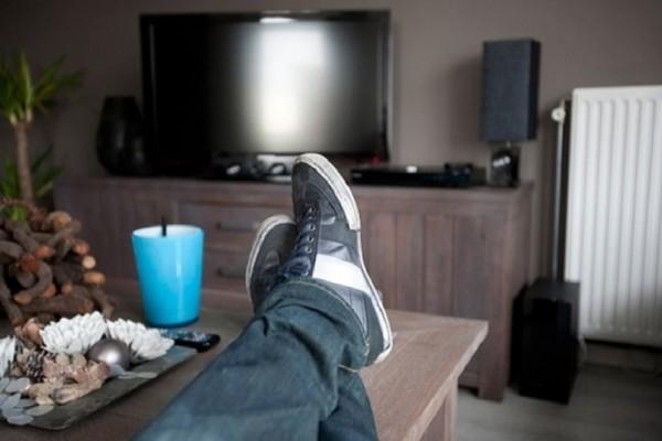 Προσοχή: Γιατί να μην μπαίνεται ΠΟΤΕ με τα παπούτσια στο σπίτι