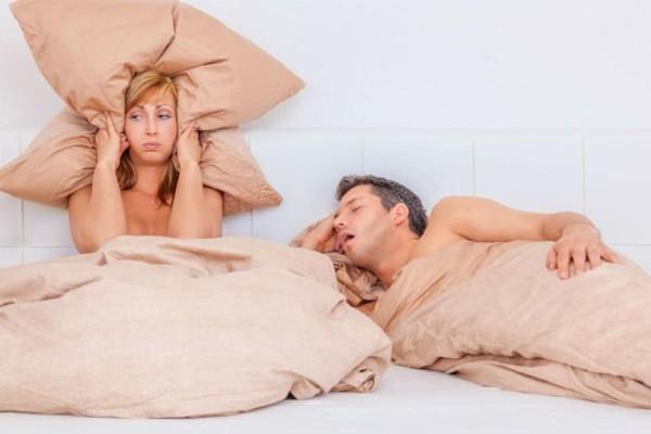 Ροχαλητό τέλος: 4 +1 λύσεις για να μην τον διώξεις από το κρεβάτι!