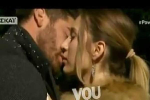 Power of Love: Το πρώτο παθιασμένο φιλί του Δώρου και της Αθηνάς