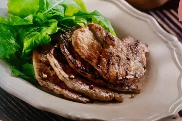 Η συνταγή της ημέρας: Χοιρινά μπριζολάκια στο φούρνο με σπιτική κέτσαπ!