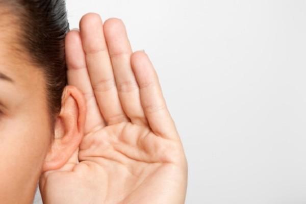 Κι όμως αυτές οι καθημερινές συνήθειες βλάπτουν την ακοή μας!