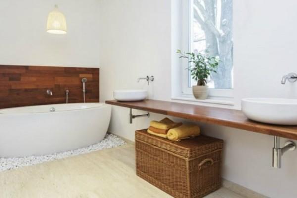 Μπάνιο χωρίς παράθυρα; 5 tips για να μη μυρίζει άσχημα