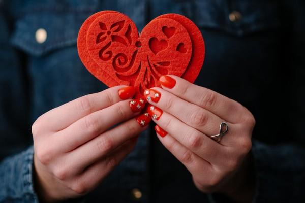 Καρδιοπάθειες: 6 σημεία που πρέπει να προσέχουν οι γυνάικες νεότερης ηλικίας
