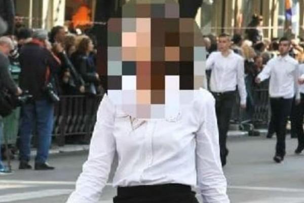 Μας τα έξειξε όλα: Μαθήτρια σε παρέλαση με το εσώρουχο της... φάτσα φόρα!
