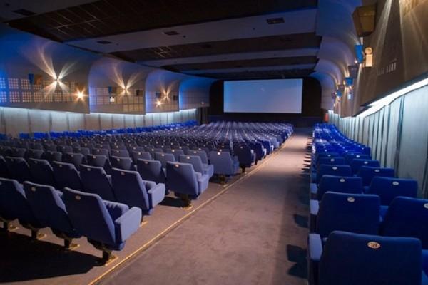 Απίστευτη τραγωδία: Νεκρός άνδρας που «σφήνωσε» σε κάθισμα στο σινεμά!