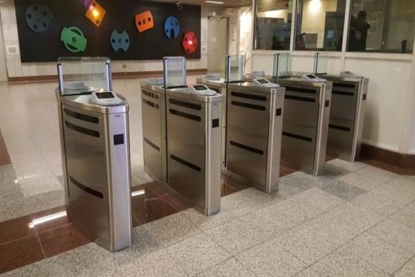 Σας αφορά: Δείτε πότε κλείνουν οι μπάρες σε άλλους 15 σταθμούς του μετρό!