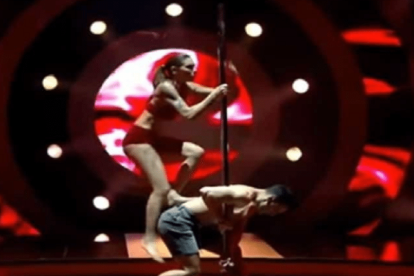 DWTS: Η Ευρυδίκη Βαλαβάνη ανέβηκε στον στύλο και ξετρέλανε τηλεθεατές και κοινό! (video)