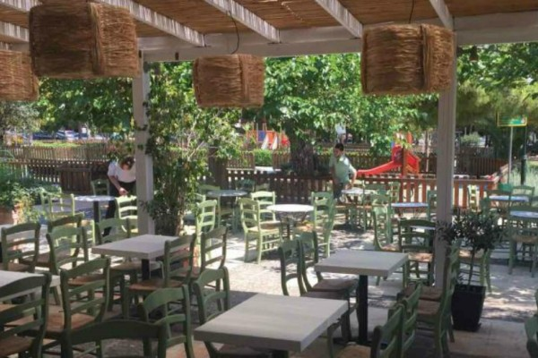 Το νέο family cafe-restaurant στα νότια που θα νιώσετε σαν να είστε διακοπές σε νησί!