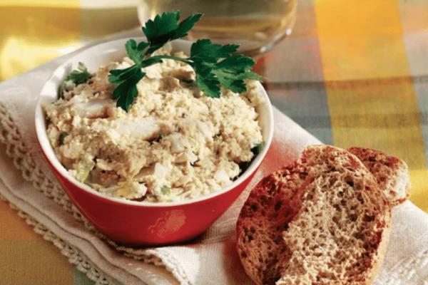 Πασχαλινή συνταγή από την Αργυρώ Μπαρμπαρίγου: Αυγοσαλάτα πασχαλινή!