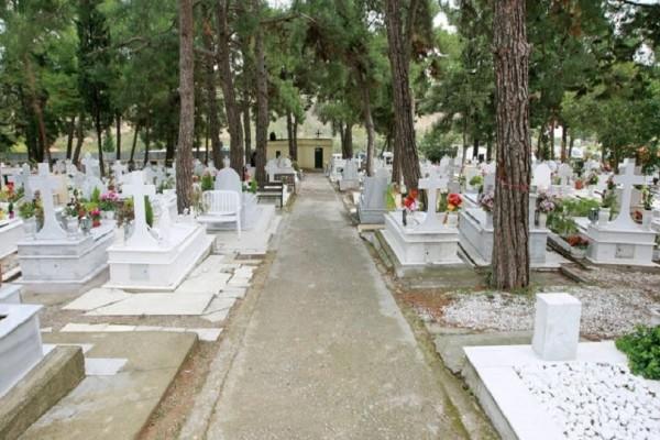 Φρίκη σε κηδεία στην Θεσσαλονίκη: Έπαθαν σοκ μόλις είδαν που είχαν θάψει τον νεκρό!