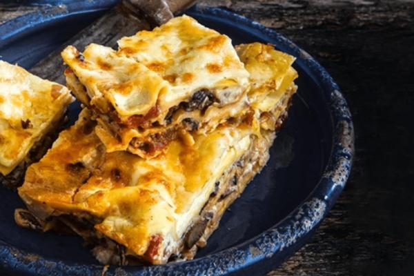 Πεντανόστιμη νηστίσιμη συνταγή από την Αργυρώ Μπαρμπαρίγου: Νηστίσιμα λαζάνια με πλούσια κρέμα και σάλτσα!