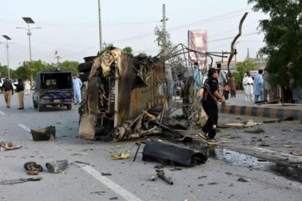Τριπλή επίθεση καμικάζι - Εξι νεκροί αστυνομικοί!