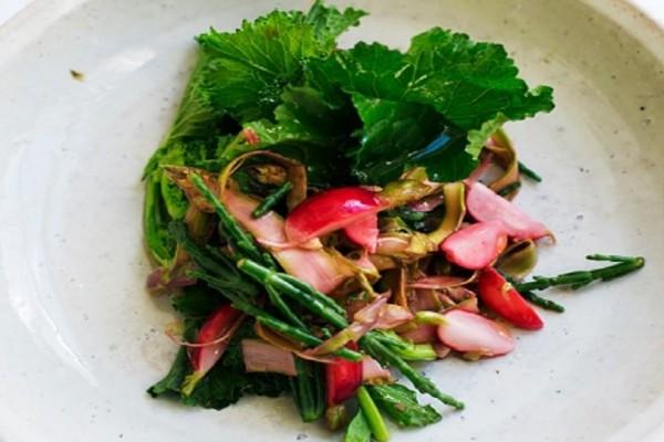 Ανοιξιάτικη διεθνής συνταγή για vegetarians: Σαλάτα με σπαράγγια, κρίταμο και ραπανάκι!