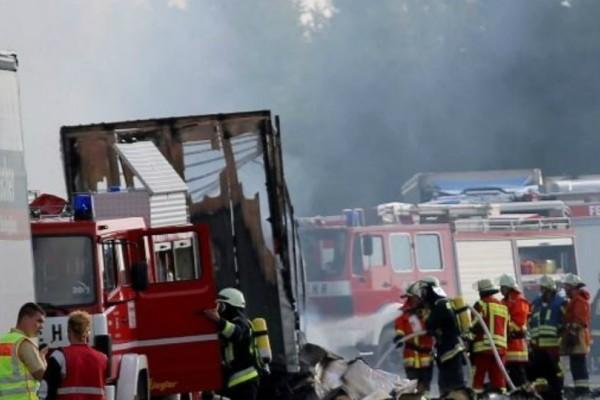 Σοκ: Φονική σύγκρουση λεωφορείου με φορτηγό που μετέφερε εφηβική ομάδα!