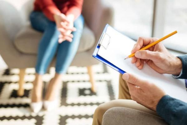 Συμβουλές για γονείς: Τι λένε οι σημερινοί νέοι για τους γονείς τους στους ψυχολόγους τους!