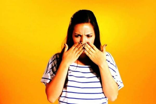 Μυρίζουν κρεμμύδια τα χέρια σας: Το απόλυτο tip για να εξαφανίσετε την δυσάρεστη οσμή!