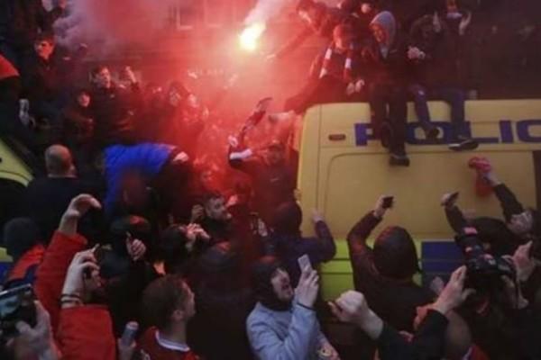 Χαμός στο Champions League: Χαροπαλεύει οπαδός της Λίβερπουλ! Δύο συλλήψεις φίλων της Ρόμα που κατηγορούνται για απόπειρα δολοφονίας (video)