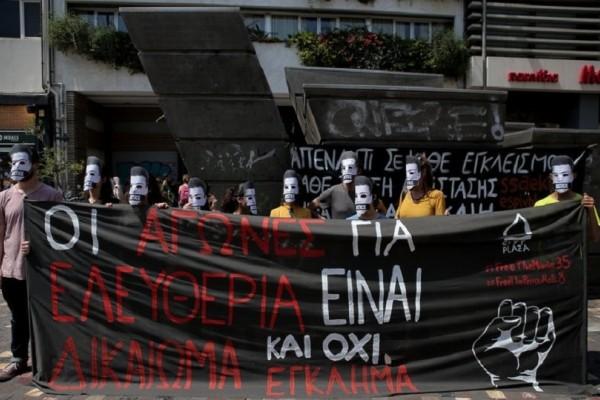 Διαμαρτυρία αντιεξουσιαστών στο Μοναστηράκι φορώντας μάσκες! (Photo)