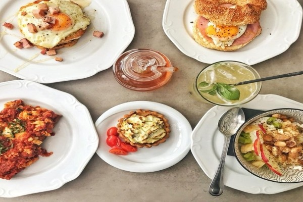 Ξεχάστε pancakes και scrambled eggs, εδώ σερβίρουν το πιο νόστιμο brunch αλα... Ελληνικά!