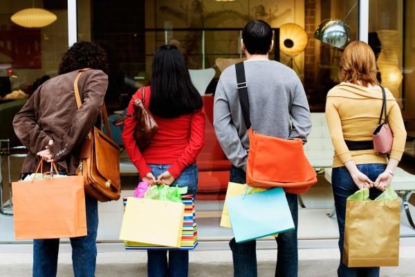 Εορταστικό ωράριο: Μέχρι τι ώρα είναι σήμερα, Μεγάλη Πέμπτη ανοικτά τα μαγαζιά!
