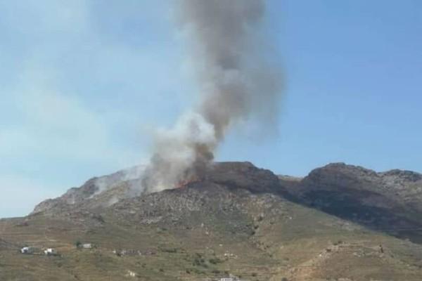 Μεγάλη πυρκαγιά στη Σέριφο - Σε εξέλιξη πυροσβεστική επιχείρηση