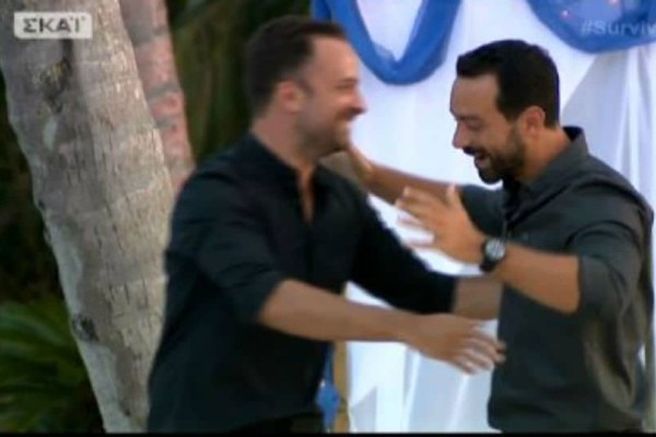 Survivor 2: Η αμήχανη αγκαλιά των δυο παρουσιαστών! Τι τρέχει με Σάκη και Λιανό τελικά; Είναι στα