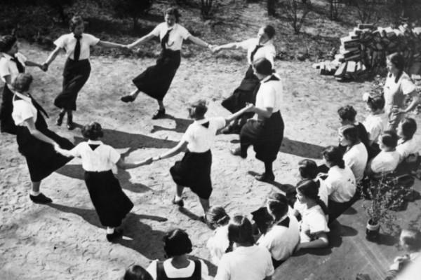 Απίστευτα σεξουαλικά όργια με με ανήλικες στις συναντήσεις της Χιτλερικής Νεολαίας! Όλα όσα αποκάλυψε μια έκθεση (Photos)