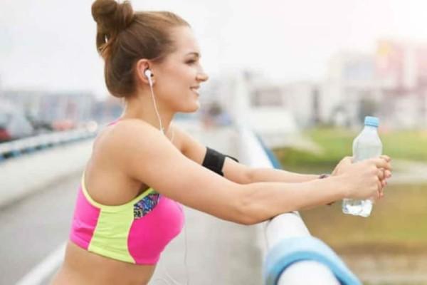 2 ασκήσεις που θα κάνουν την κοιλιά σου επίπεδη! Φτιάξε «κορμί» μέχρι να πεις καλοκαίρι!