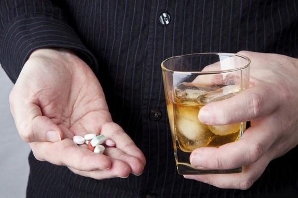 Δώστε βάση: 6 επικίνδυνοι συνδυασμοί αλκοόλ και φαρμάκων!