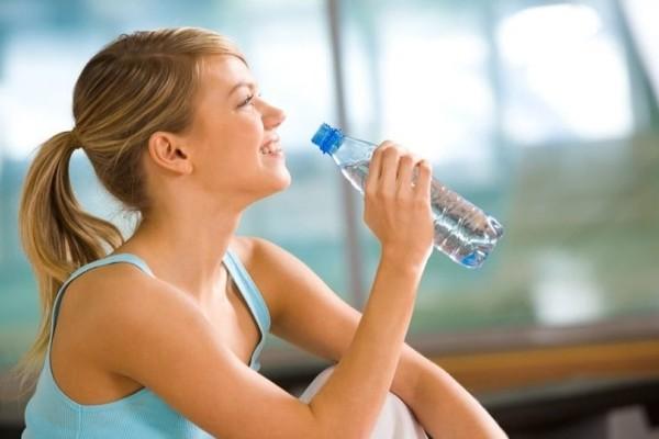 Μήπως το παρακάνεις με το νερό; - Τι συμβαίνει στον οργανισμό σου όταν πίνεις περισσότερο απ' ότι πρέπει!