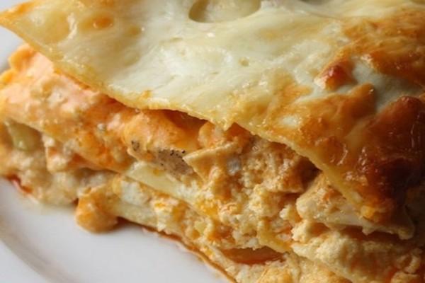 Η συνταγή της ημέρας: Λαζάνια με κοτόπουλο και τυριά!