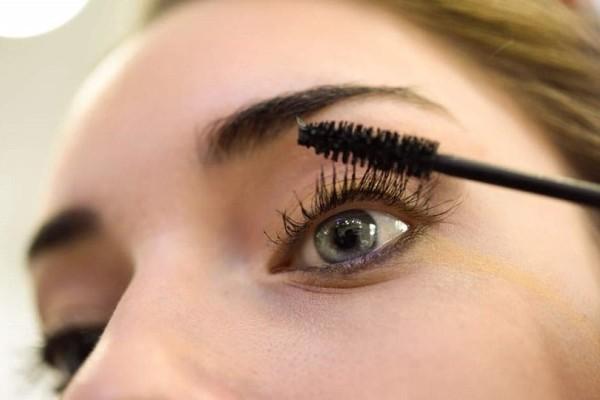 Έχεις βαρεθεί να μουτζουρώνεσαι κάτω από τα μάτια; - 4 tips για να μην ξεβάφει η μάσκαρα!