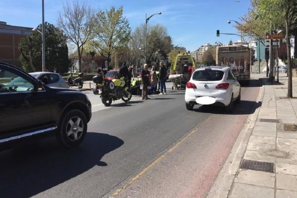 Πανικός στην Θεσσαλονίκη: Μοτοσυκλέτα παρέσυρε και χτύπησε πεζό! (Photo)