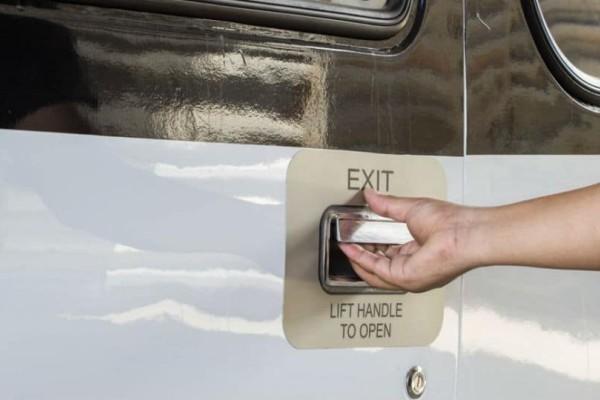 Τι γίνεται αν ανοίξει η πόρτα του αεροπλάνου εν ώρα πτήσης