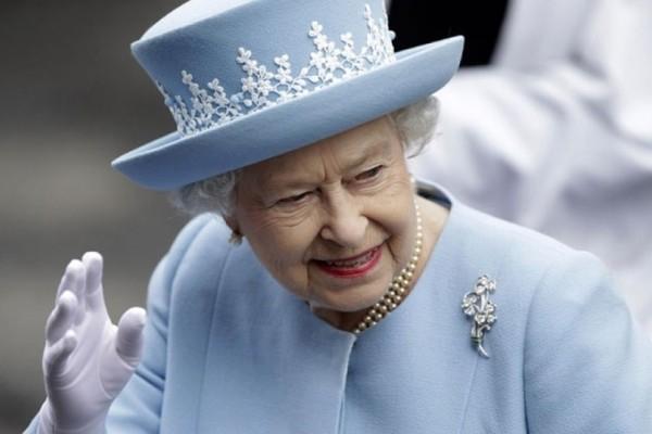 Απίστευτο βίντεο: Όταν η βασίλισσα Ελισάβετ «κάνει πλάκα» με τον Ντόναλντ Τράμπ!