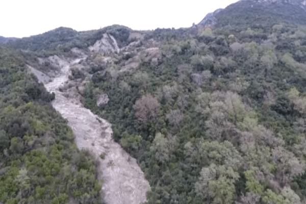 Καταστροφή στην Πρέβεζα: Συνεχίζεται η κατολίσθηση - Σε πιθανό κίνδυνο οι κάτοικοι ! ( Video)