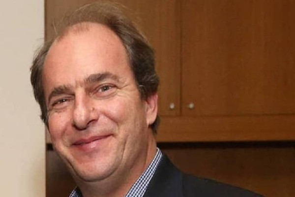 Θρήνος για τον θάνατο του 52χρονου επιχειρηματία - Με τα φώτα σβηστά οι εργαζόμενοι στα γραφεία του Αλέξανδρου Σταματιάδη (Video)
