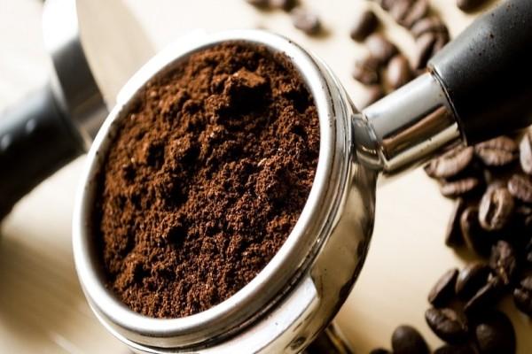 Ο απίστευτος λόγος που δεν πρέπει να πετάτε τον χρησιμοποιημένο καφέ!