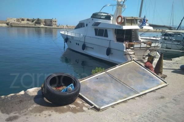 Σε «χωματερή» έχει μετατραπεί το λιμάνι των Χανίων! (Photo)