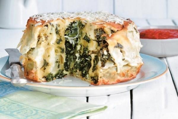 Η συνταγή της ημέρας: «Τούρτα» με κανελόνια γεμιστά με σπανάκι και ανθότυρο!