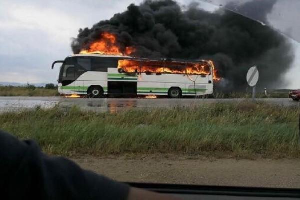Τρόμος σε δρομολόγιο των ΚΤΕΛ: Κεραυνός χτύπησε λεωφορείο γεμάτο επιβάτες! (Photo & Video)