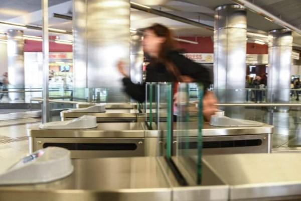 Ραγδαίες αλλαγές στα ΜΜΜ: Δείτε σε ποιους σταθμούς έκλεισαν οι πύλες των ΑμεΑ και ανέργων!