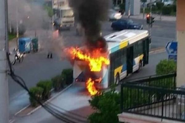 Σοκ στη Νίκαια: Πυρκαγιά ξέσπασε σε λεωφορείο! - Αποβιβάστηκαν έγκαιρα οι επιβάτες