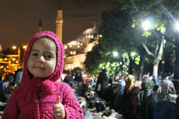 Χιλιάδες μουσουλμάνοι για προσευχή έξω από την Αγία Σοφιά! (photos)