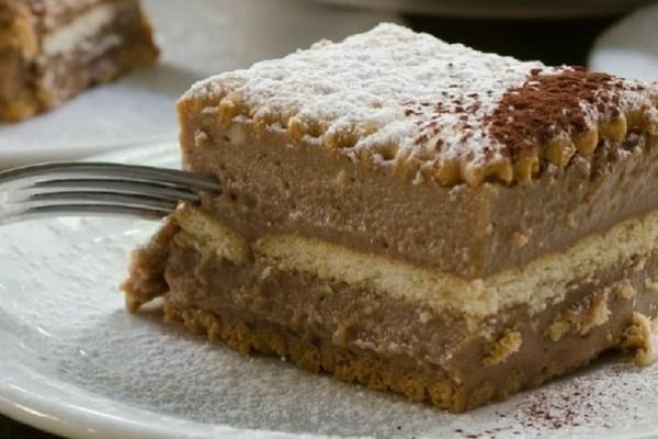 Υπέροχη συνταγή: Εύκολη σοκολατίνα με μερέντα και μπισκότα!