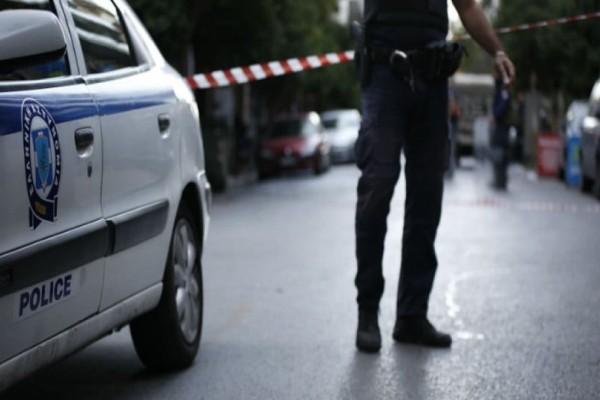 Απίστευτες σκηνές στη Φθιώτιδα: Πρώην αστυνομικός διευθυντής βγήκε στο μπαλκόνι και πυροβολούσε!