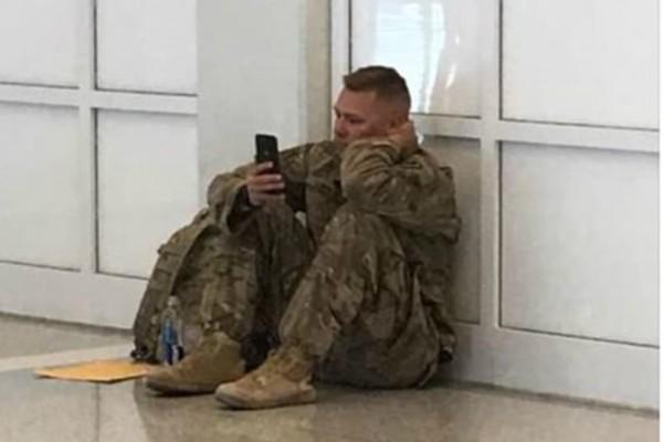 Συγκινητικό βίντεο: Στρατιώτης παρακολουθεί live από το κινητό την γέννηση της κόρης του (video)