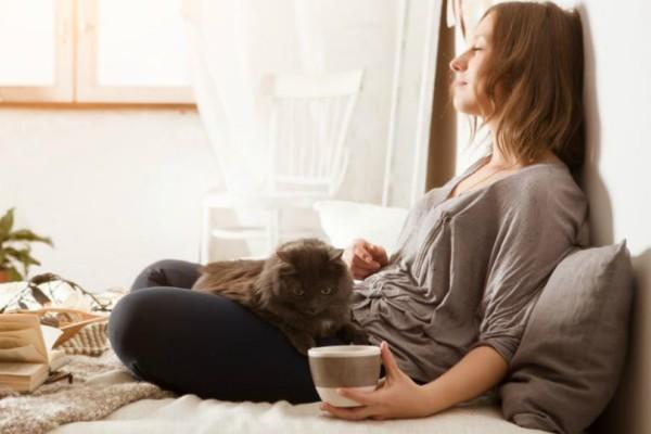Απίστευτο: Τι θα συμβεί στον οργανισμό σου αν μείνεις μια ολόκληρη μέρα μέσα στο σπίτι;